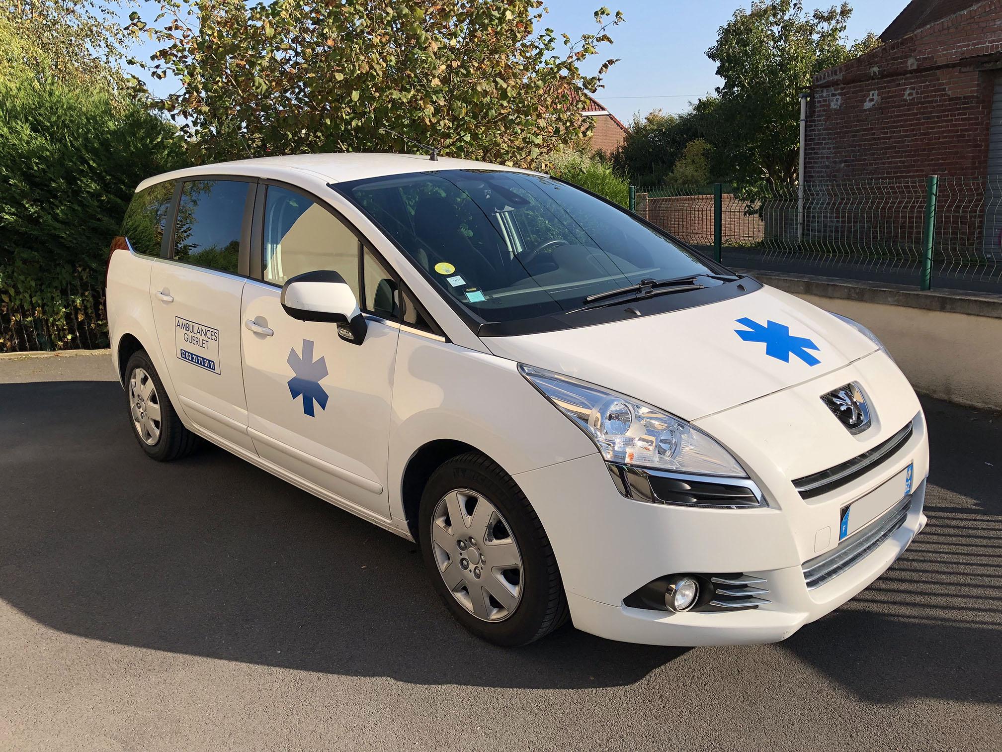 Véhicule sanitaire léger (VSL) de marque Peugeot des ambulances guerlet